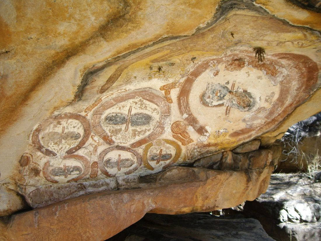 Wandjina_rock_art.jpg